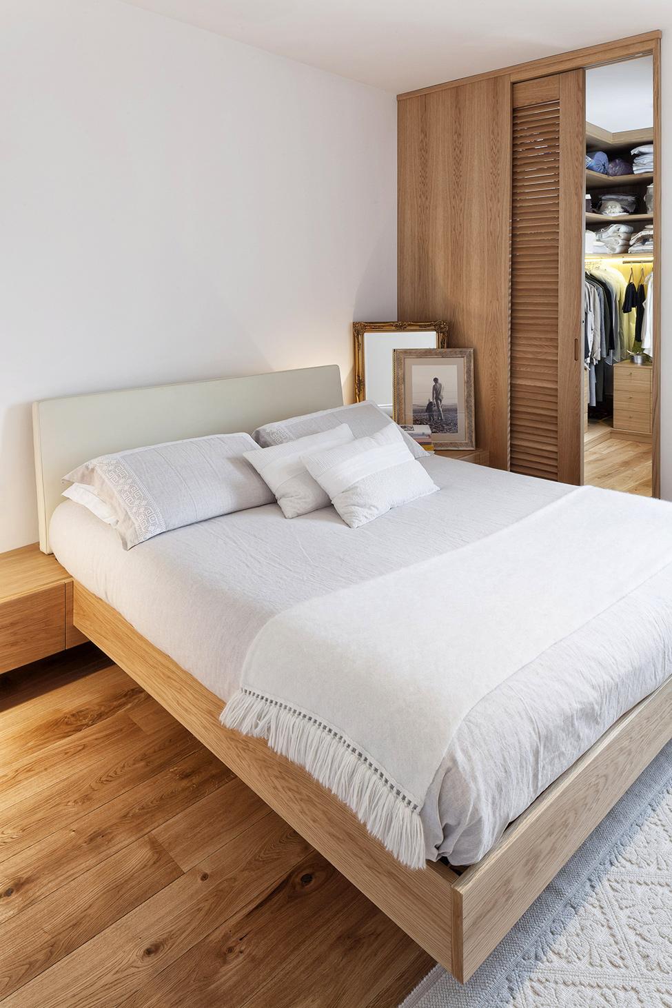 10Wooden-Bedroom