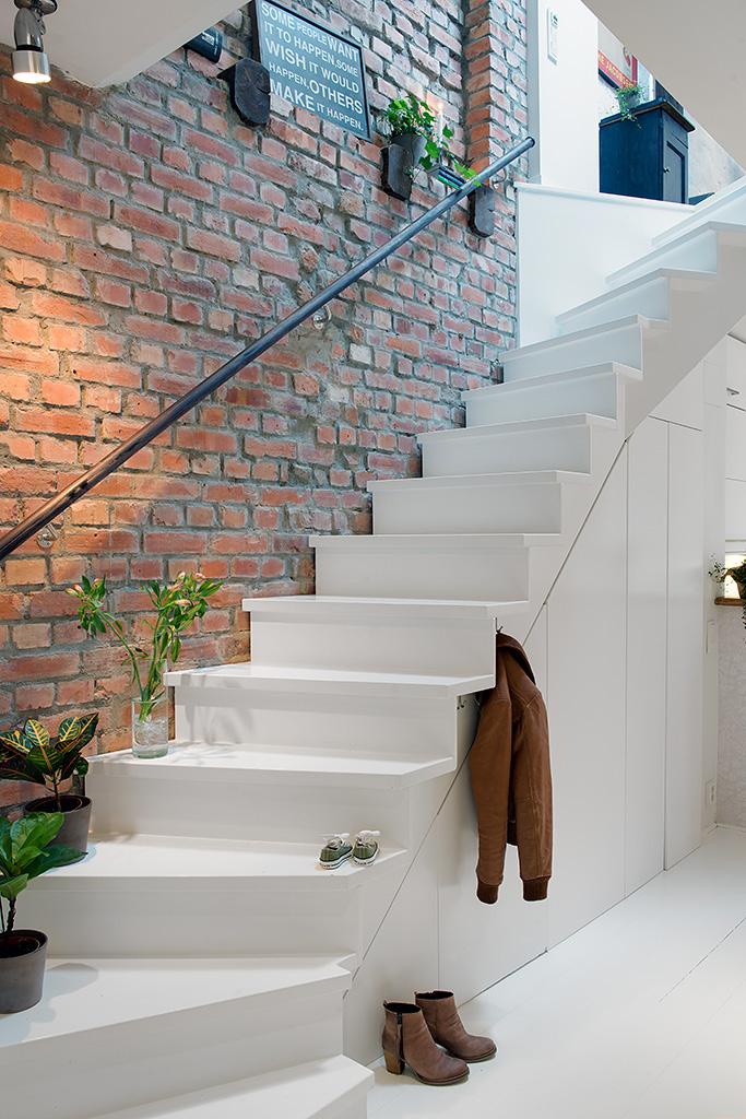7White-Stairs