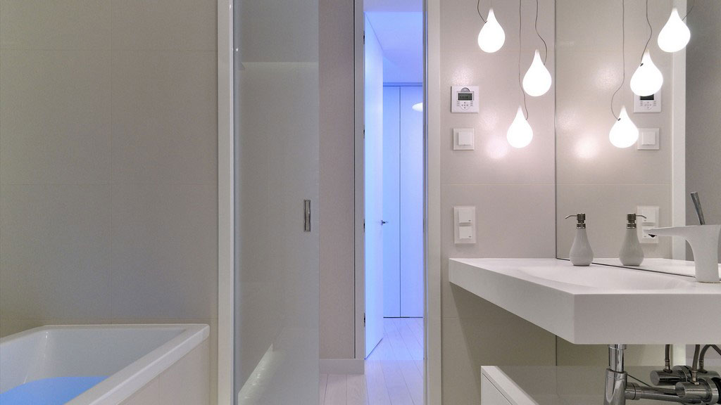 8White-Bathroom