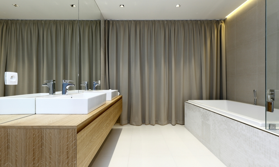 12Bathroom-and-curtains