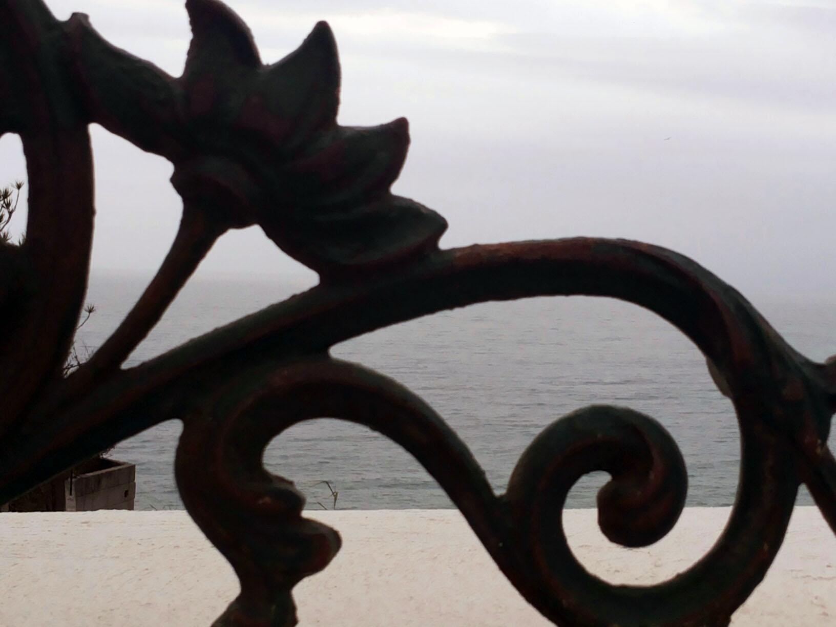 detalhe de ferro na mureta do terraço