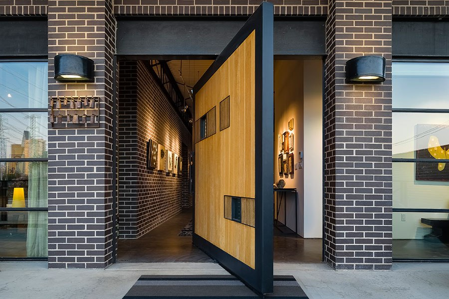 item0.rendition.slideshowHorizontal.dallas-loft-style-estate-for-sale-01-exterior