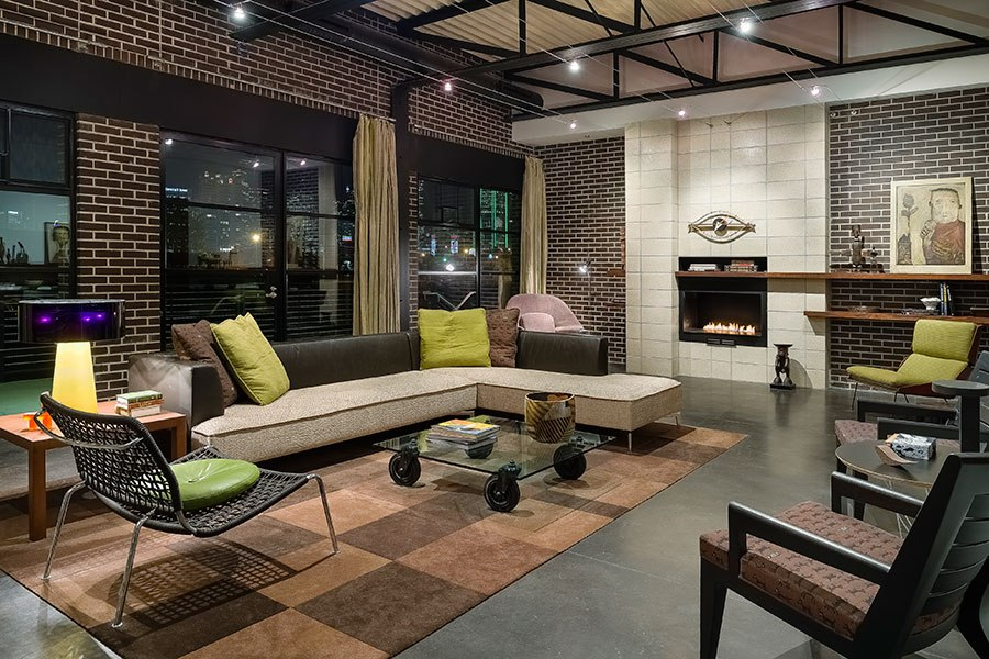 item3.rendition.slideshowHorizontal.dallas-loft-style-estate-for-sale-04-living-room