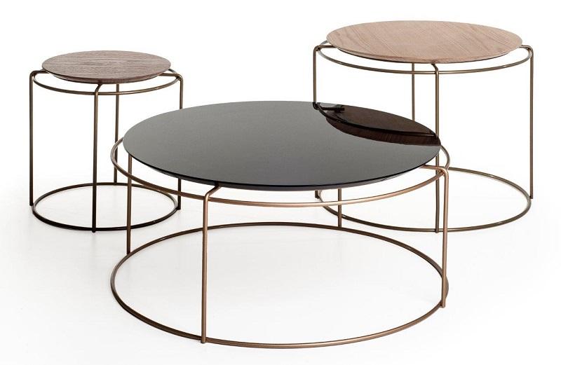 As mesas Eixo assinadas pelo Estúdio Nada se Leva dos designers André Bastos e Guilherme Leite Ribeiro