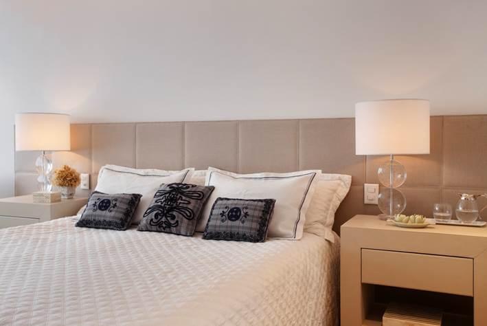 Cama: Colunex Painel/cabeceira: Empório Beraldim Roupa de cama: Trousseau e Zara Home Mesas de cabeceira: Empório Beraldim