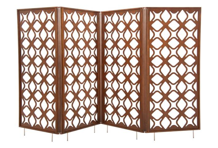 Biombo São Cristóvão assinado por Pedro Moog e Leonardo Lattavo, da Lattoog Design, com painéis em MDF, estrutura de catuaba maciça e pés em aço inox, com 84×185cm de altura, por R$ 10.688