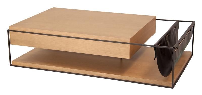 Mesa de centro Box assinada pela Latoog Design em catuaba e couro natural e estrutura em  aço carbono com 160x90x35cm de alt por R$ 9.613 na WAY DESIGN