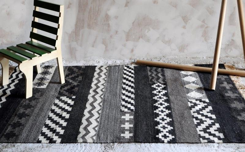 Tapete modelo Sherpa tramado artesalmente em algodão e lã com 200x300cm por 5.940 reais na BALAI