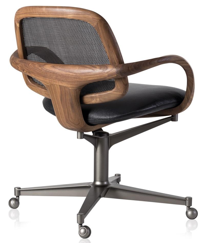 Cadeira Mia Office com encosto em rattan assinada
