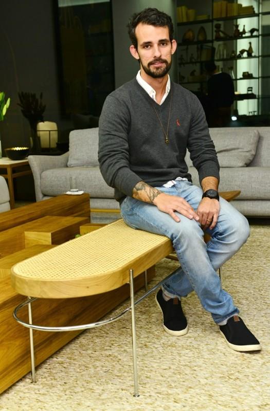 Gustavo Bittencourt no banco Iaiá assinado por ele exposto do ARQUIVO CONTEMPORÂNEO