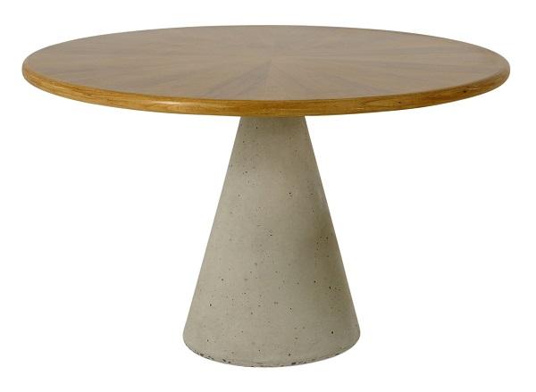 Mesa lateral Cone assinada pelo designer Alfio Lisi, com base em concreto e tampo em madeira, com 80x58hcm, por 9.200 reais no ARQUIVO CONTEMPORÂNEO