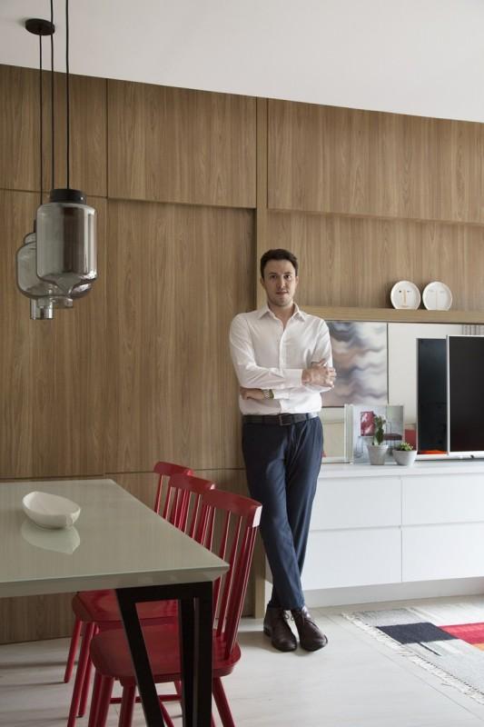Acima, o arquiteto Fabiano Ravaglia, que assina o projeto de reforma e decoração