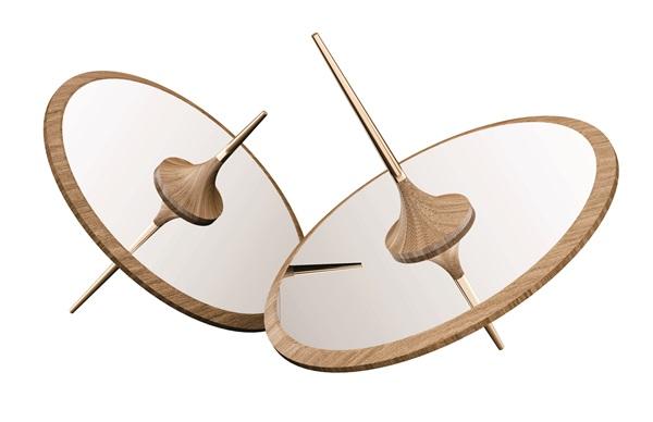 Espelho de piso Bailarina Medidas: 120x120x124hcm Materiais: freijó natural Preço: 9.500 reais