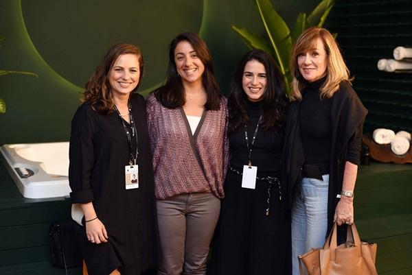 Cora Mader, Monica Kochen, Laura Taquechel e Eva Taquechel