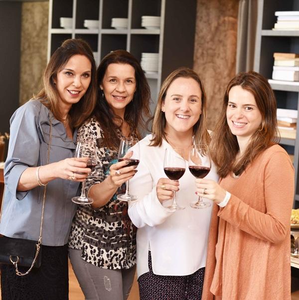 Esther Schattan, Virna Carvalho, Roberta Nicolau e Gisela Mauro