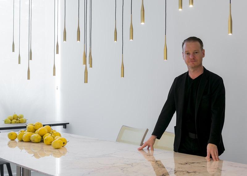 O designer Jader Almeida e suas luminárias pendentes Ponto