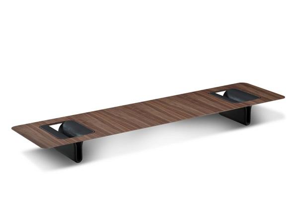 mesa de Centro Fold, de Ronald Sasson, revestida em Louro Preto com parte interna dos pés em recouro com 240x70x28 cm