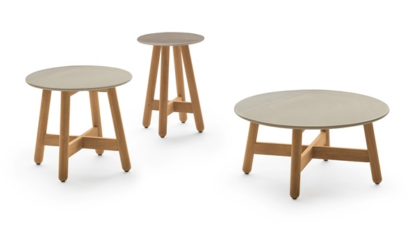 Ampliação da linha Mbrace que passou a incluir mesa de centro e laterais em madeira teka