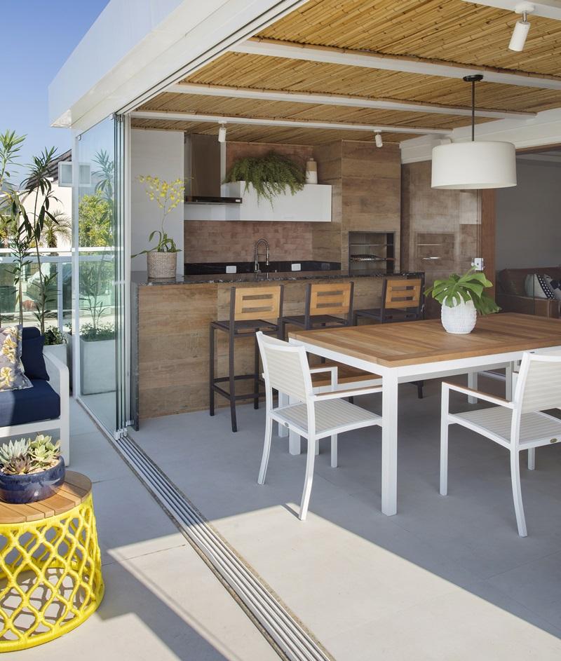 Segundo pavimento - varanda aberta integrada à varanda gourmet climatizada